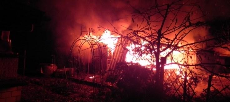Risultati immagini per giardino in fiamme
