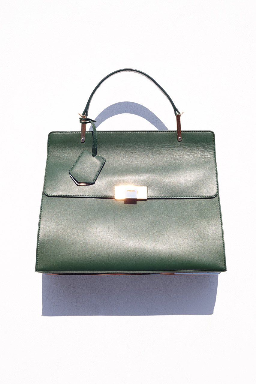 Le Dix é o nome da primeira coleção de bolsas da Balenciaga sob direção de Wang.