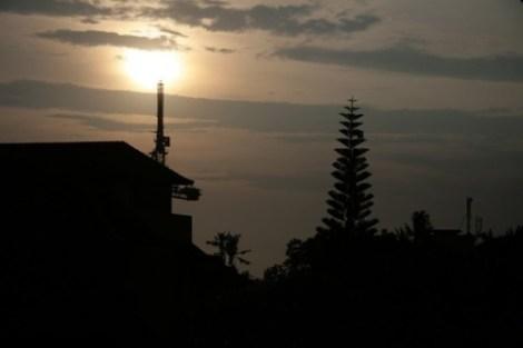 Sunset de mon balcon au Suka Beach Inn, Kuta, Bali
