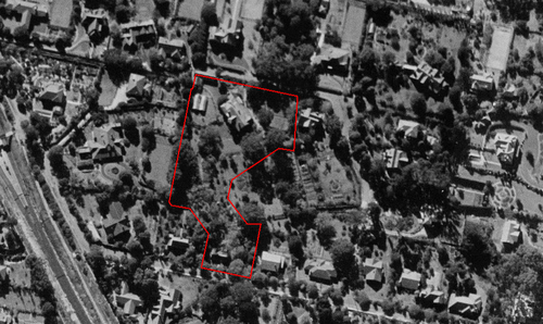 1943 aerial (above) showing contemporary parcel lines