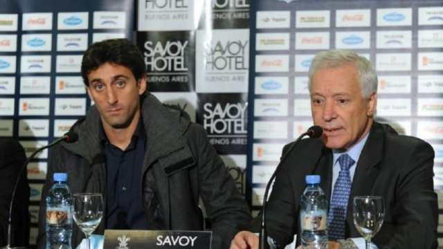 Víctor Blanco se deshizo en elogios ante Diego Milito y desmintió su posible salida