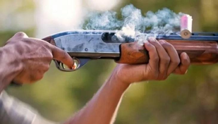 El suegro supuestamente mató a su yerno de un disparo de escopeta.