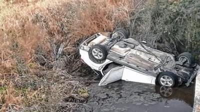 El joven de 22 años volcó y no sufrió lesiones.