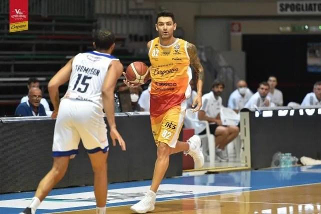 Carlos Delfino actúa en Pesaro, elenco de básquet que milita en la A1 de Italia.