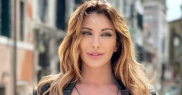 Sabrina Salerno Instagram, il selfie dall'alto incanta i fan: «Che donna favolosa!»