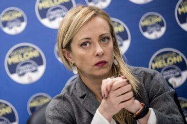Giorgia Meloni, spunta la foto da giovane: non sembra lei, irriconoscibile