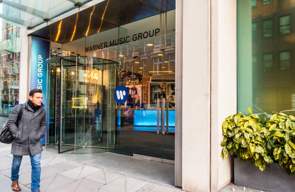 Warner Music © Chrispictures / Shutterstock.com
