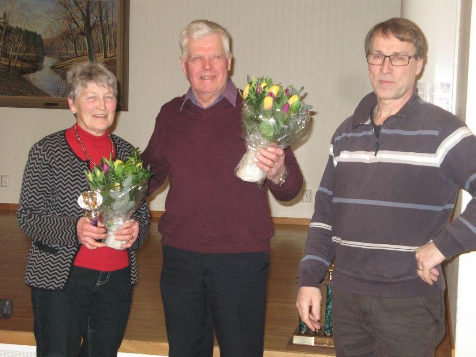 Gunnel Gustavsson fick Ulla Dirfeldts vandringspris och Lennart Gustavsson avtackades för sitt arbete i styrlsen av Håkan Hermansson