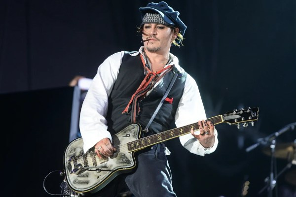 Johnny Depp Performs With His Rock-Legend Supergroup, The ...