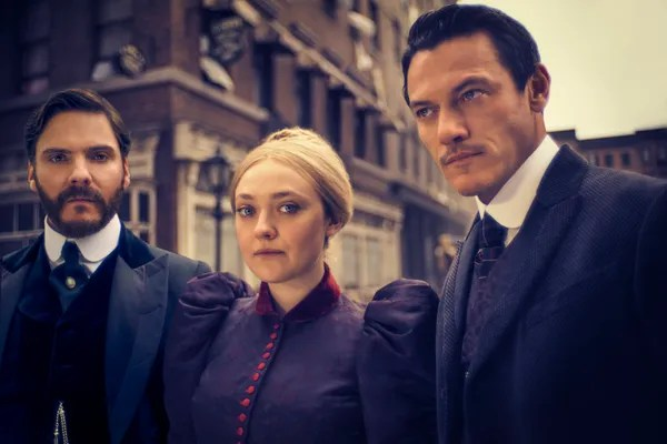 Daniel Brühl, Dakota Fanning and Luke Evans in *The Alienist*