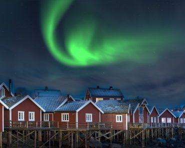 resa till Lofoten i Norge, resor till Lofoten i Norge, se norrsken i Lofoten, Lofotenöarna, vinter i Lofoten, byn Reine