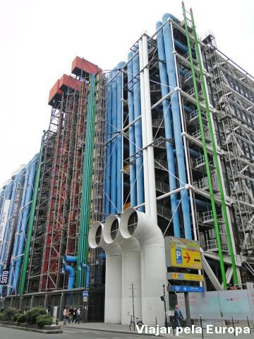 A incrível arquitetura do Museu Pompidou.  É pura arte moderna!