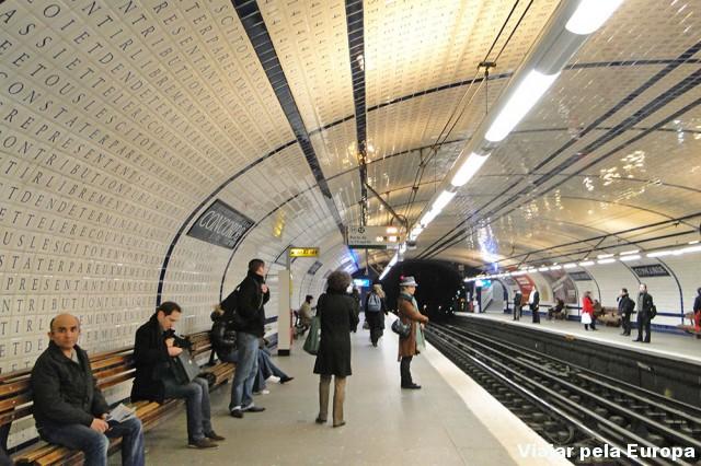 Uma das estações de metro de Paris