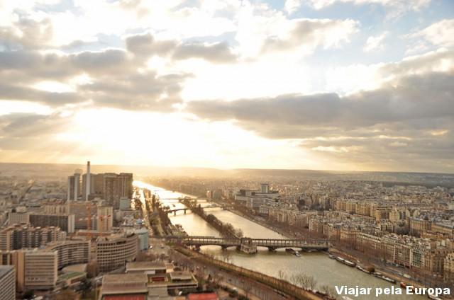 Ver do alto da torre o pôr do sol é mais lindo ainda, né?