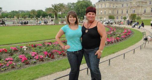 Naiara e mãe dela, Melania Back, em Paris.