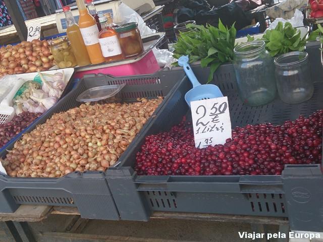 Mercado Municipal - feira livre ao redor dos galpões