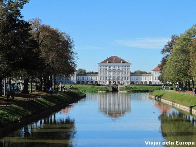 Nymphenburg Palace visto da ponte logo na parada do tram.
