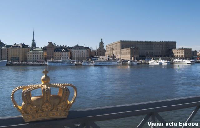 A coroa símbolo da monarquia sueca. Lugar perfeito para fotos top em Estocolmo. Foto por - Staffan Eliasson