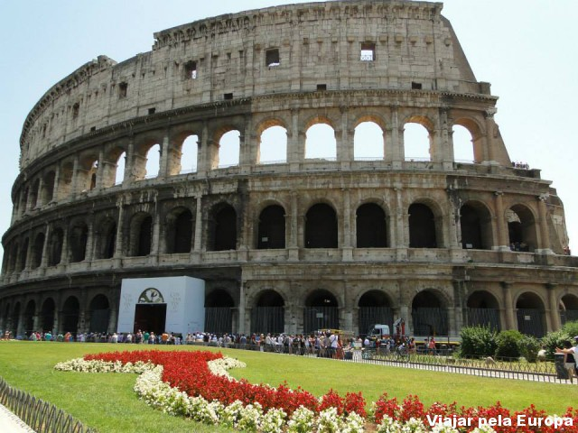 O Coliseu de Roma ainda mais lindo com esse jardim colorido!