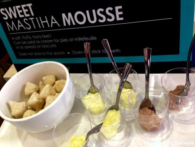 Mousse de mastiha com sabor de chocolate e baunilha. Delícia!