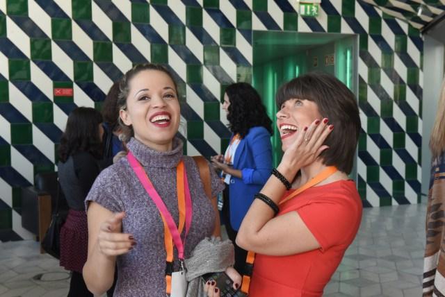 Eu e a Gi sonhando com a próxima matéria do blog :P Crédito: CC BY-NC-ND Associação de Turismo do Porto e Norte, AR.
