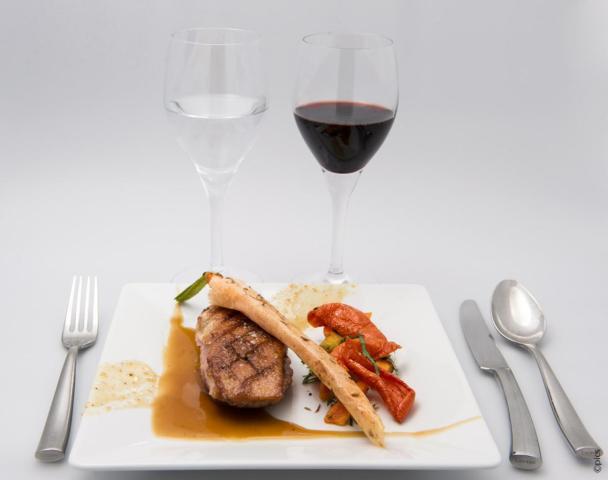 jantar-lido-paris-filet-de-canette-croustillant-carottes-epicees-et-tomates-confites-jus-de