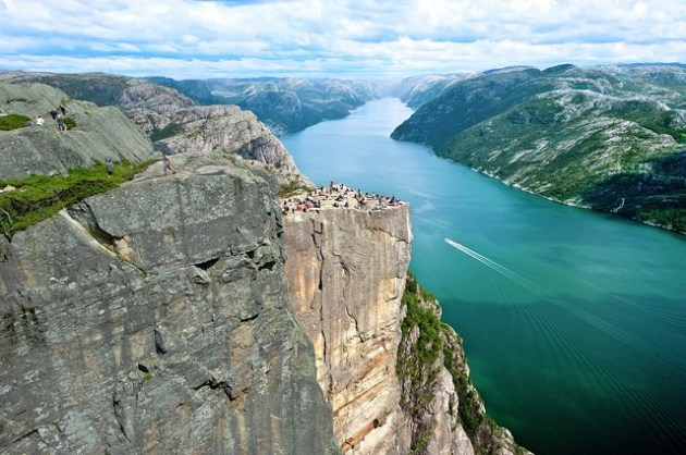 preikestolen-pulpit-rock-and-the-lysefjord-lysefjorden-tr-fn254ahm_800