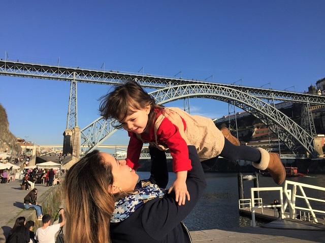 Criar filhos bilíngues