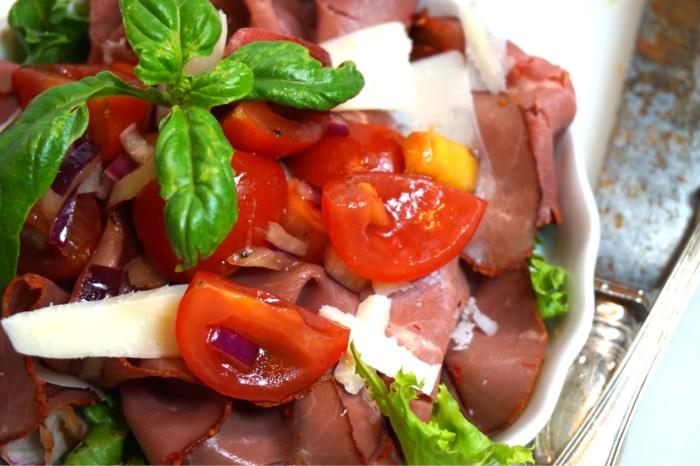 Rostbiff med nektarin och tomatsalsa