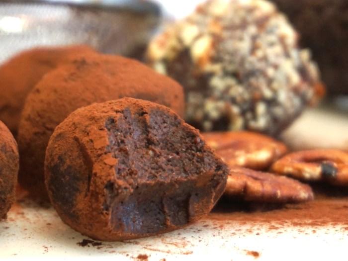 Hälsosamma chokladtryfflar med avokado