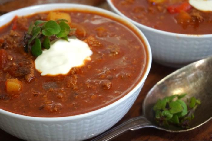Köttfärsgulasch soppa