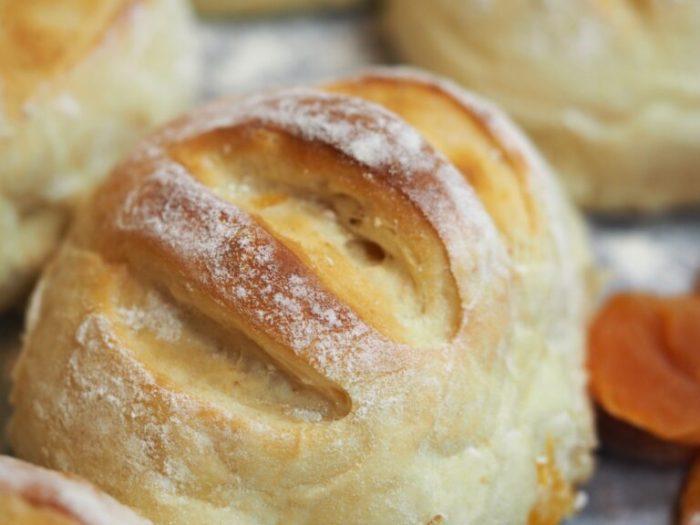 Fluffiga aprikosbröd
