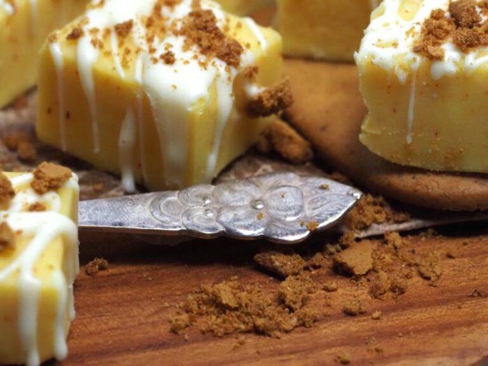 Saffrans fudge med vit choklad och pepparkaka