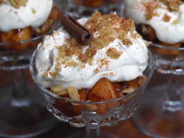 Äppelpaj i glas med vaniljcrème