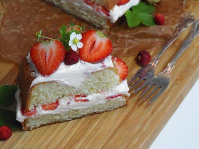 Sommartårta med jordgubbar