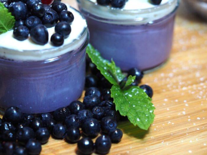 Krämig blåbärspannacotta med vanilj
