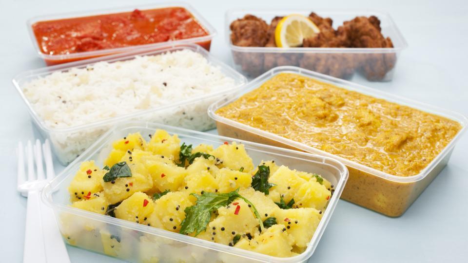 Thực phẩm đựng trong hộp nhựa làm tăng nguy cơ mắc viêm ruột - ảnh 1