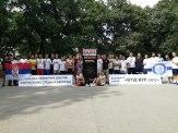 Fotografija svih učesnika sa direktorkom i nastavnicima škole