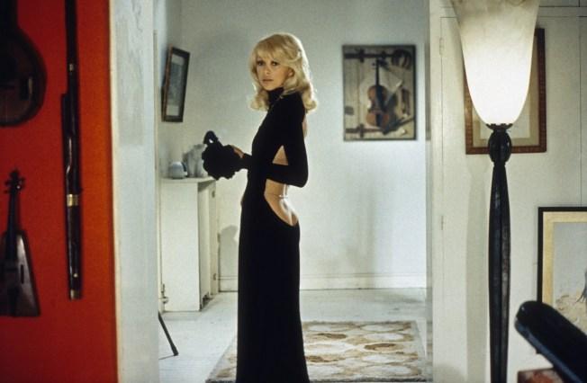 Cronología del vestido negro (y el escote a la espalda) más provocador: el  'backless black dress' (BBD) | Vogue España