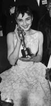 El estilo de Audrey Hepburn: vestido blanco de encaje