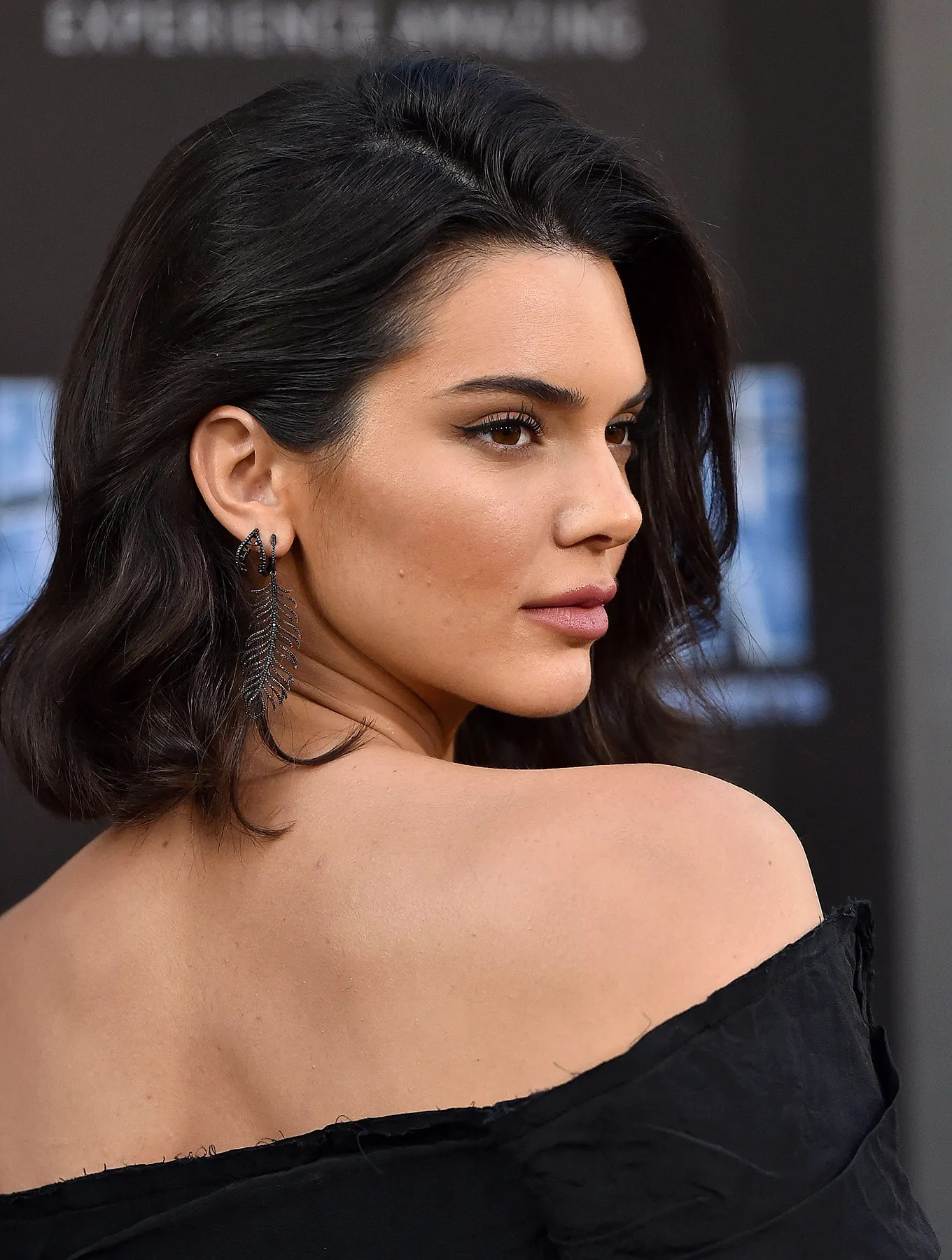 The model and television personality reached fame by appearing on the reality tv show keeping up with the kardashians. Kendall Jenner Luce Cabello Largo Un Look Que Pinta Como Tendencia De 2021 Vogue