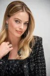 Routine facial Margot Robbie