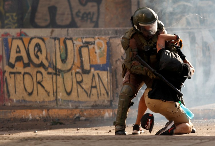 Chile Prosecutor Seeks to Investigate 14 Police Officers for Alleged Torture of Protesters