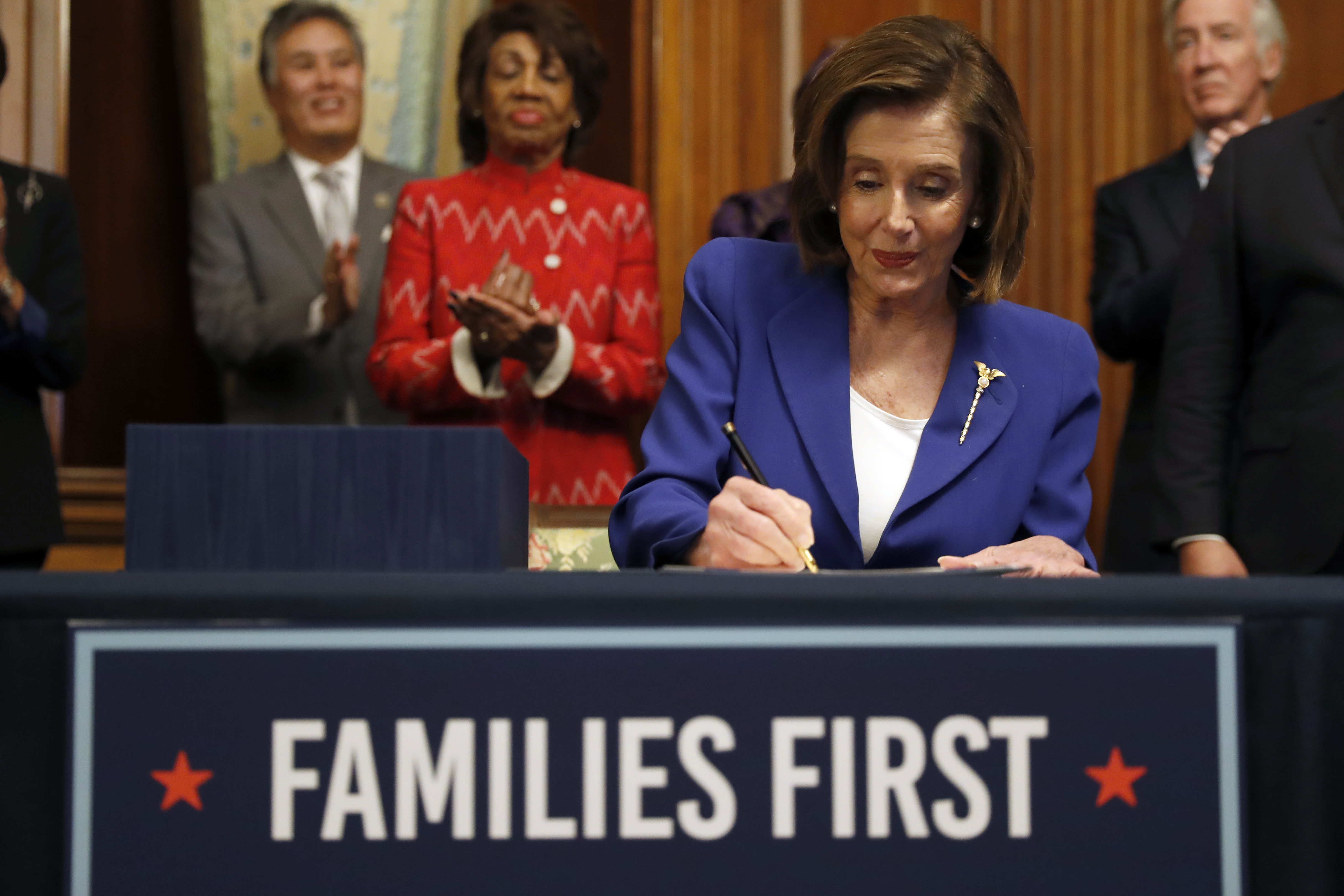 Pelosi to Form Select Committee to Oversee US Coronavirus Relief