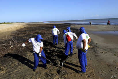 Oil Washes Up on Vacationer Seashores in 'Brazilian Caribbean'