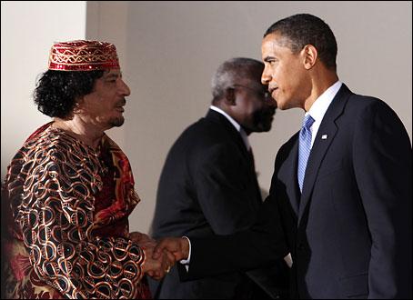 barack-obama-muammar-gadaffi shake hands
