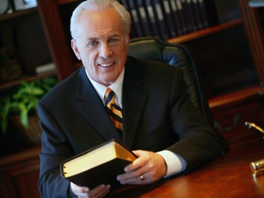Grace Community Church pastor John MacArthur holds service in defiance of  Los Angeles order - Washington Times