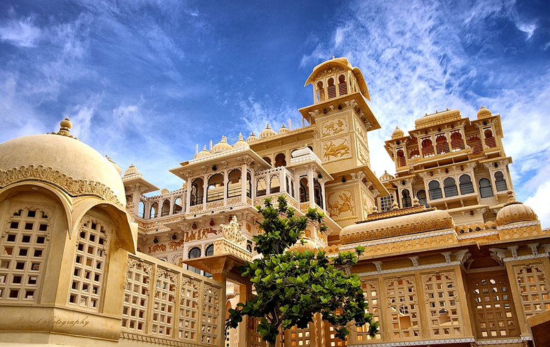https://i1.wp.com/media.weddingz.in/photologue/images/cost-of-destination-wedding-packages-in-udaipur-between-20-30-lakhs-only-destinationweddingseries.jpg