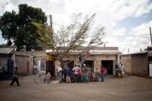 Liten folksamling, Tanzania