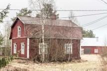 Fint hus med brutet tak.